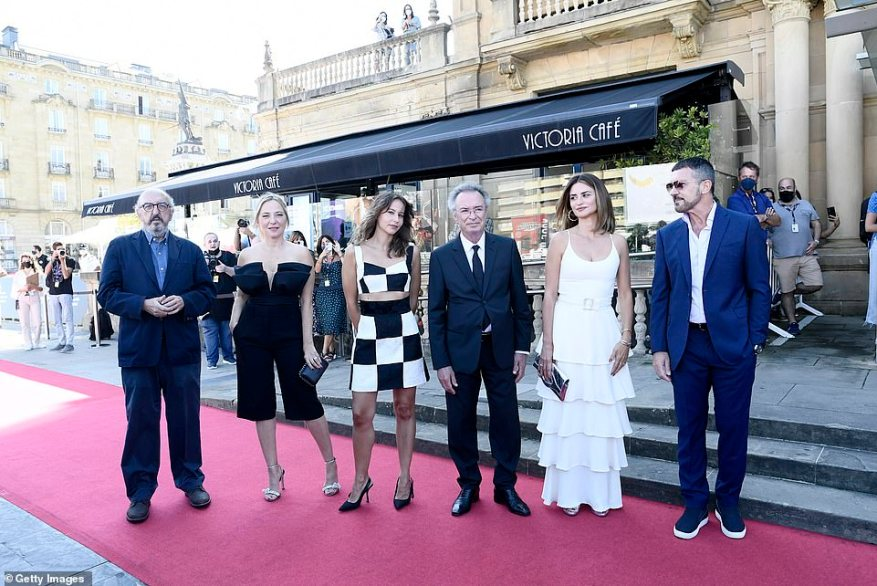 Gang's all here: Penelope stood out as she joined her co-stars on the red carpet (pictured R-LAntonio Banderas, Penelope Cruz, Oscar Martinez, Irene Escolar, Pilar Castro and Jaume Roures)