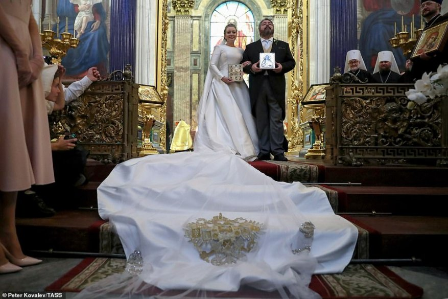 Hundreds of foreign guests travelled to the second city for the religious ceremony, including Queen Sofia of Spain , Prince Rudolph and Princess Tilsim of Liechtenstein, and the former king and queen of Bulgaria.