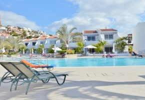 One Bedroom Apt with Sea-Views In Malibu Park For Sale 117,950€