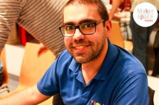 César Arvelo se suma al proyecto a finales de 2013. Un maker apasionado de los juguetes. No se le resisten los juguetes electrónicos y siempre apoya todos los encuentros de makers en Tenerife. Le gusta aprender y diseñar. Actualmente ayuda con el diseño, con la gestión y siempre echa una mano logística con su caja de herramientas.