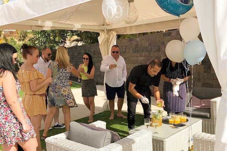 How to host a modern birthday dinner party into your villa in Tenerife: hire a private chef couple!!