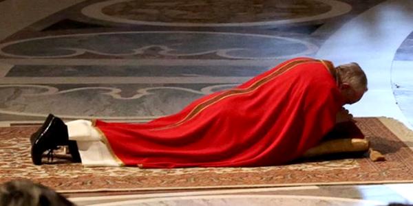 Francisco en el Vía Crucis de Viernes Santo 2013