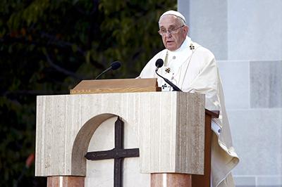 Siempre adelante, canonización de Junípero Serra