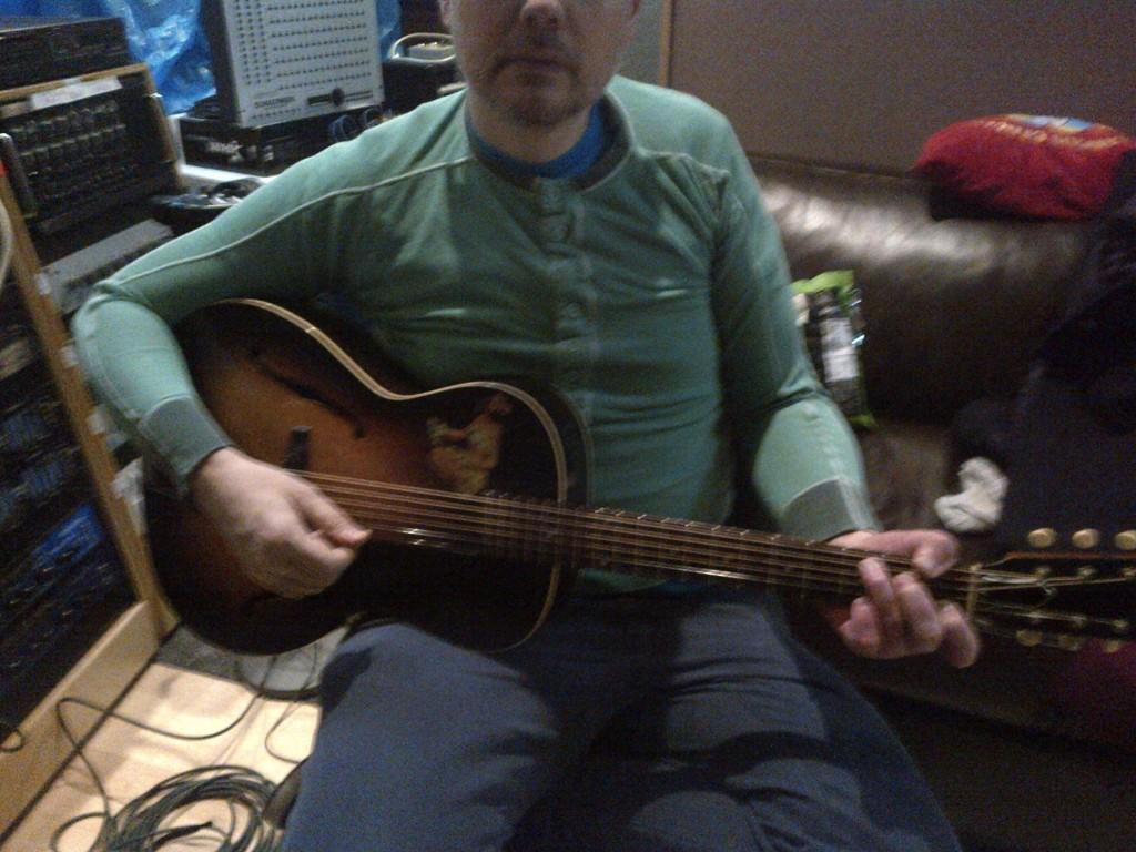 billy corgan compondo smashing pumpkins Billy Corgan está escrevendo novas músicas do Smashing Pumpkins