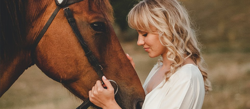 blonde-et-cheval