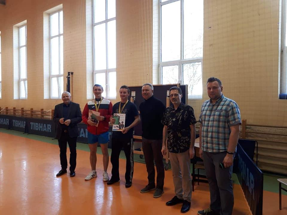 Zwycięzcy Double Top Spin 2019 wraz z gośćmi oraz przewodniczącym sekcji