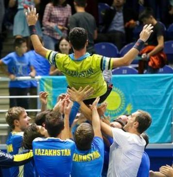 Kazajistán festeja la permanencia ne el Grupo Mundial