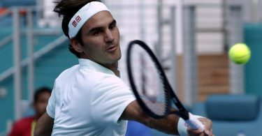 Roger Federer could hardly take his win from Albot to advance to the 3 Round of Miami