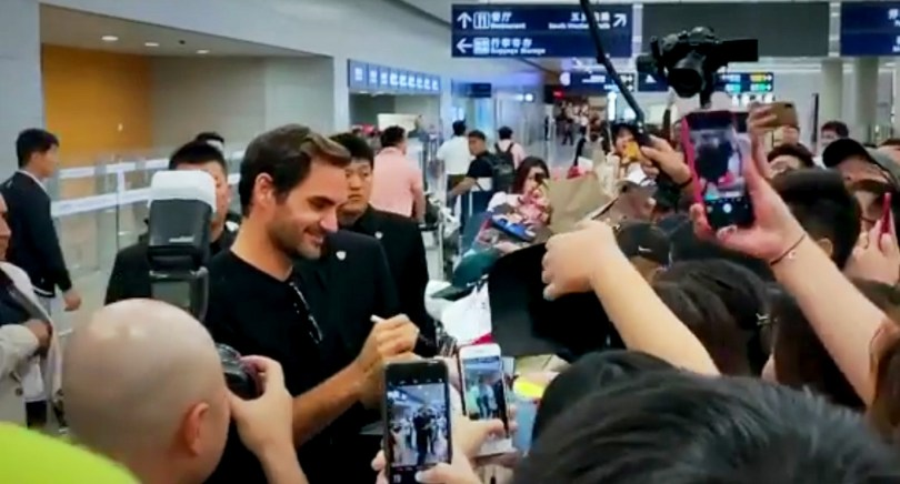 Roger Federer got huge reception at the airport by Chinese fans