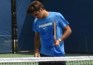 Cincinnati Open 2011 Roger Federer Friday practice pictures photos images sweaty shirt racquet watch Nike shirt photo by Valerie David