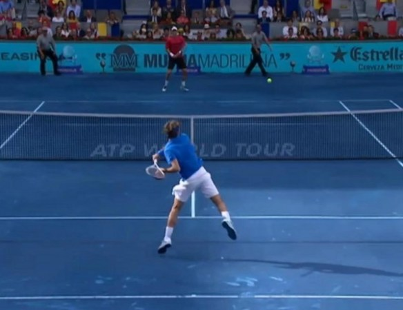 Roger Federer Tomas Berdych Madrid 2012 final backhand blue clay shirt final airborne pictures images photos screencaps