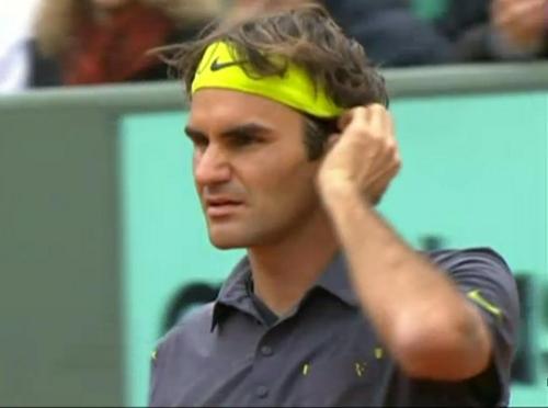 Roger Federer grimace scrunchy face hair fix curls yellow headband Roland Garros photos screencaps pictures