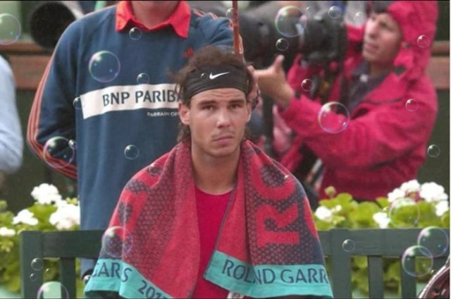 Rafael Nadal rain delay Roland Garros final 2012 with added bubbles screencaps images photos pictures