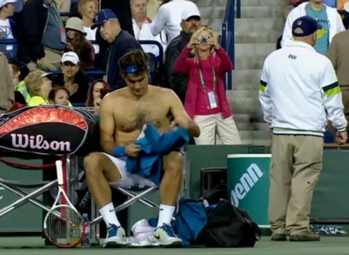 Roger Federer shirt change shirtless Indian Wells fan photos pictures screencaps