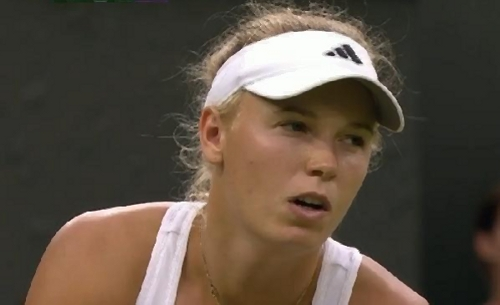 Squinting Caroline Wozniacki Wimbledon 2012 tennis whites phhotos pictures screencaps