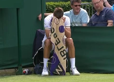 Benoit Paire face in towel sad dejected Wimbledon win photos lineswoman's chair Robert match photos pictures