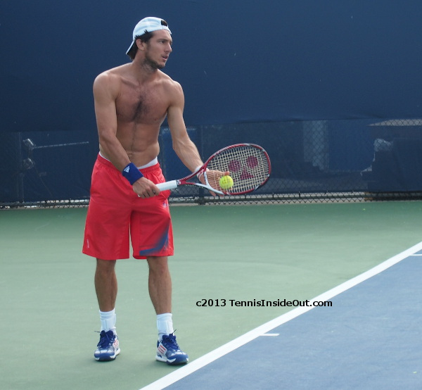 Juan Monaco Pico shirtless practice Cincinnati Masters photos