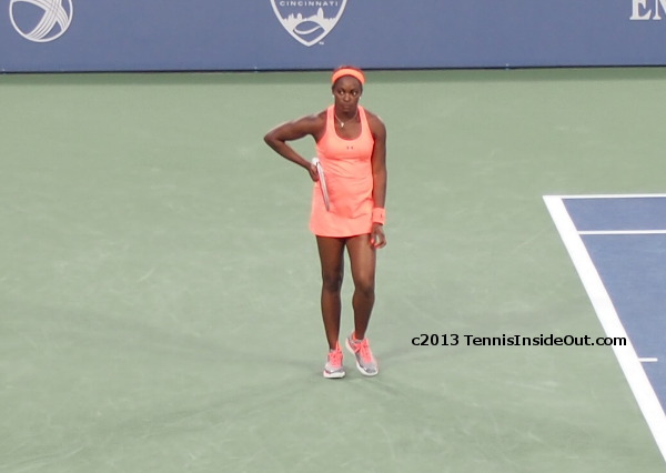 Sloane Stephens peach orange pink outfit Center Court Maria Sharapova match Cincinnati Western and Southern Open 2013