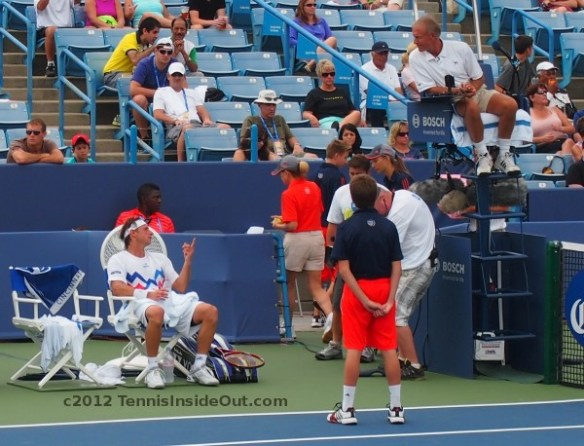 David Nalbandian arguing discussing with umpire on break changeover Cincy tennis photos pictures screencaps