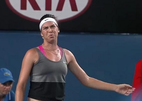 Ajla Tomljanovic bad shot Sloane Stephens match Australian Open photos
