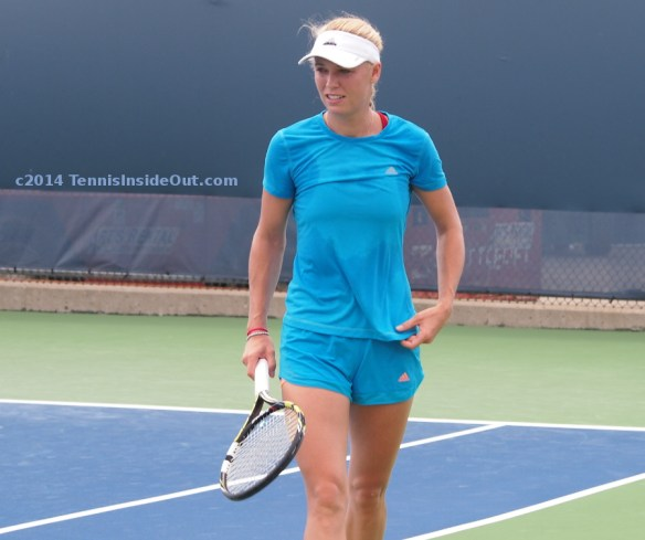 Caro practice Cincy turquoise shirt and shorts white visor Babolat racquet August 2014