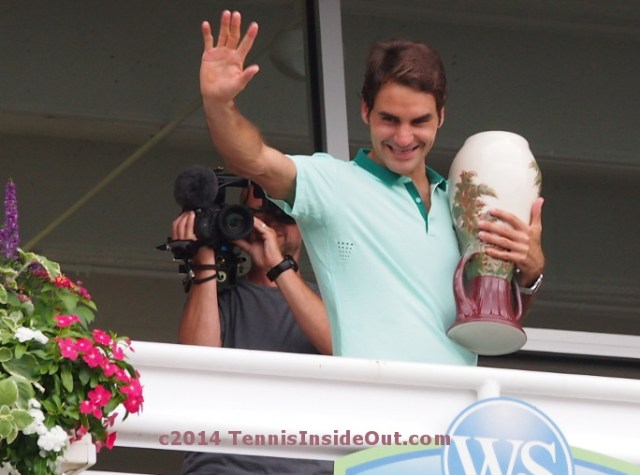 Roger Federer balcony trophy Western and Southern Open Cincinnati Masters grin win victory photos pics images