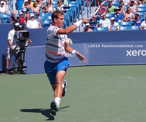 Vasek Pospisil running forehand small smile turquoise striped kit racquet raket Western and Southern Open Cincinnati Masters 2014