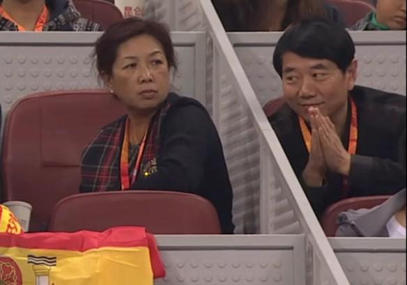 Audience crowd Nadal Klizan match clapping prayer