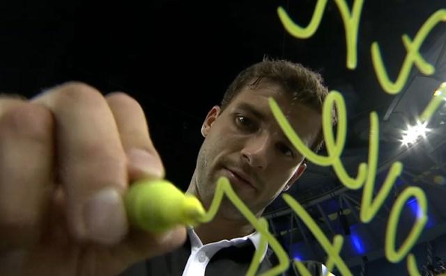 Grigor Dimitrov signing camera Denis Istomin match Shanghai China Masters 2014