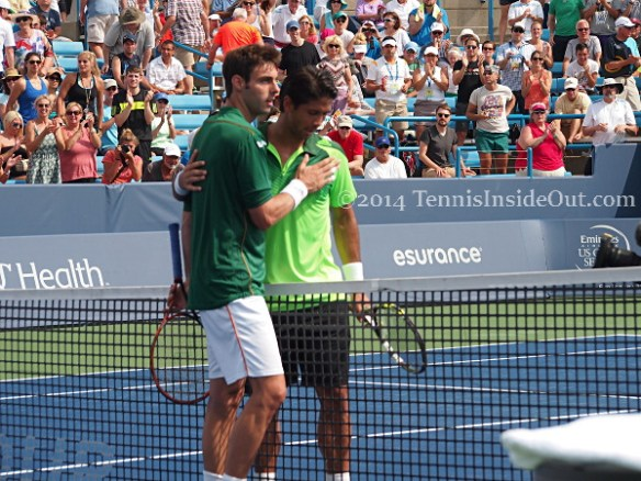 Fernando Verdasco Marcel Granollers hug at net green kits Cincy 2014