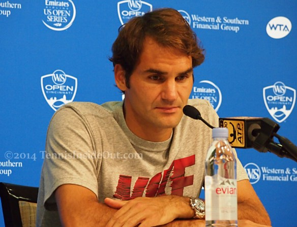 Cincy Rog in press serious gorgeous hands Federer