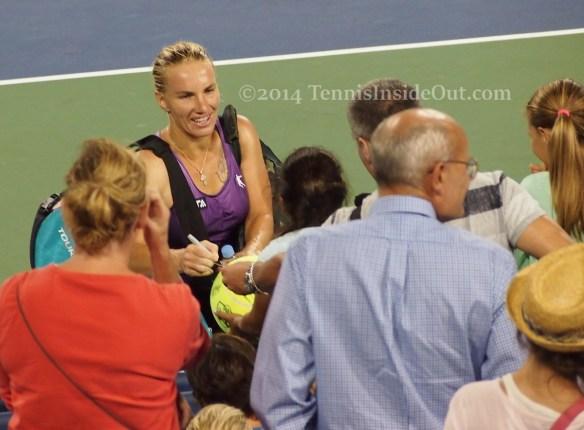 Svetlana Kuznetsova Cincinnati fans autographs