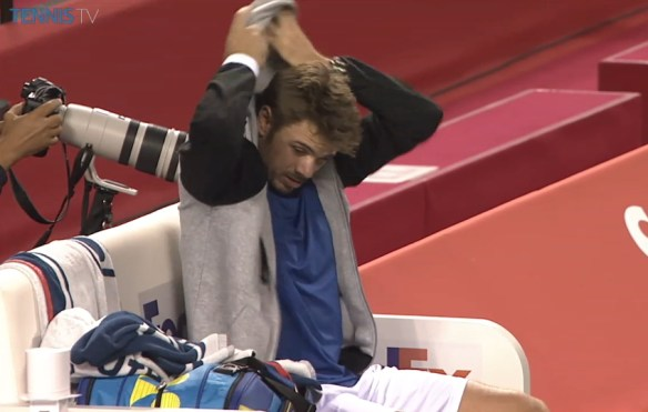 Stan Wawrinka putting on hood protect the fluffy hair
