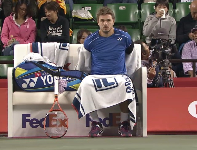 Stan Wawrinka stripping pulling off hoodie blue shirt towel Yonex racquet and bag changeover pics