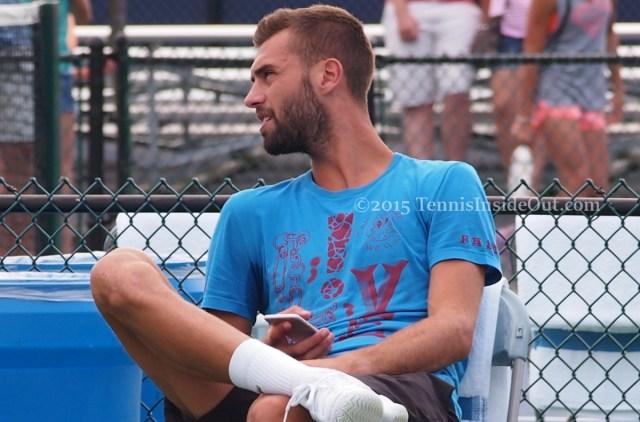Benoit Paire Cincinnati Masters practice 2015 break with cell phone