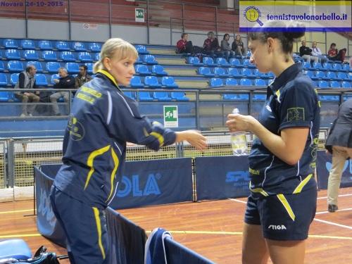 Dialogo in panchina tra Anna e Irina