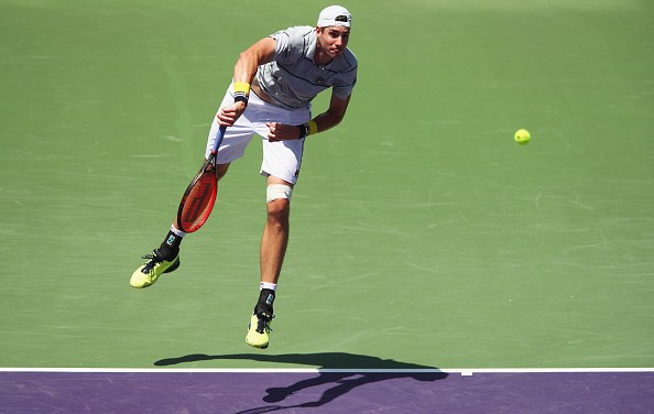 Miami | Isner blasts DelPo out