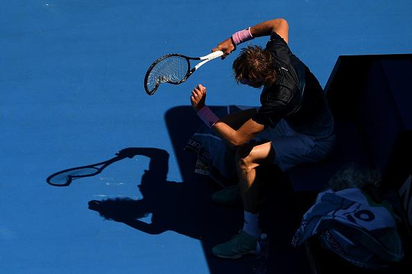 Melbourne | Raonic smashes Zverev