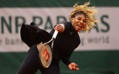 Serena and Muguruza survive openers