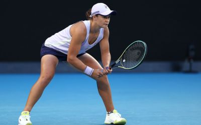 Barty and Muguruza cruise as Azarenka falters