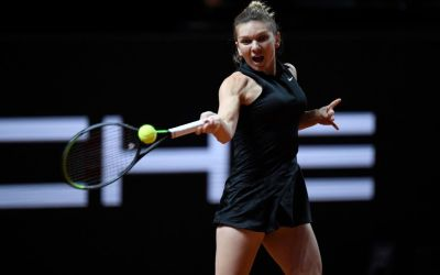 Halep moves smoothly into Stuttgart quarters