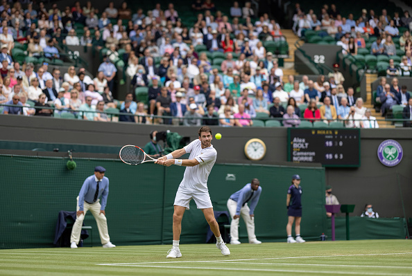 Norrie sweeps into round three