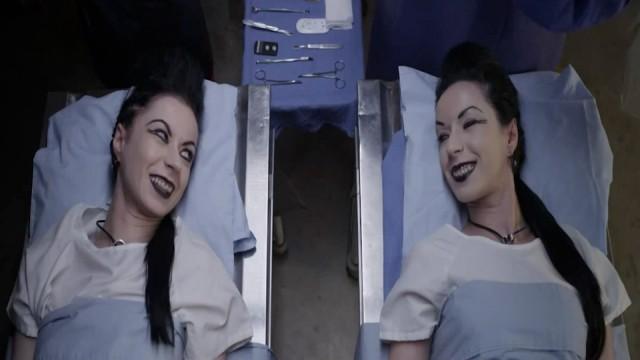 9_e_The-Soska-Sisters-Jen-Sylvia-Soska-_American-Mary-e1351660810484