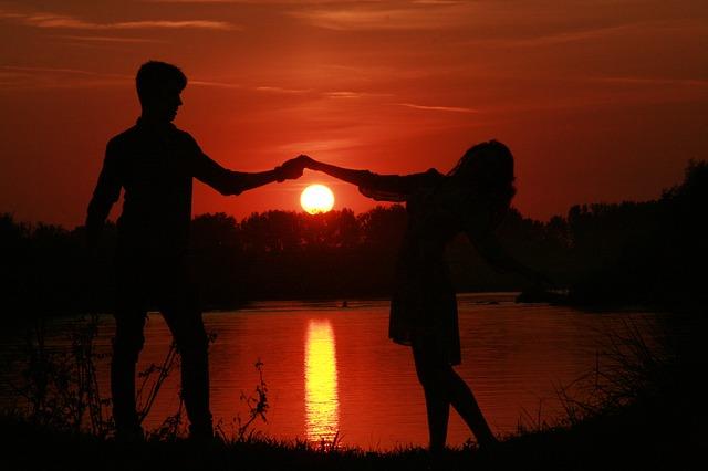couple-915988_640