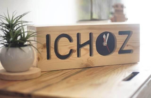 Foto: Custom jam duduk dan meja dari olahan kayu jati belanda (@joyowood)