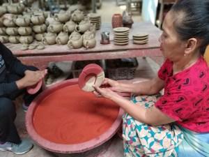 Pewarnaan keramik klampok banjarnegara