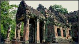 Dua Dvarpala menjaga Preah Khan