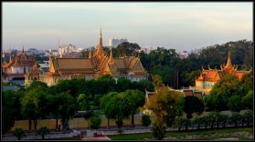 Silver Pagoda (left), Throne Hall and Khemarin Palace as Royal Residence (right) - Phnom Penh