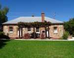 Tenterfield Accommodation's, Red & White Rose Cottages