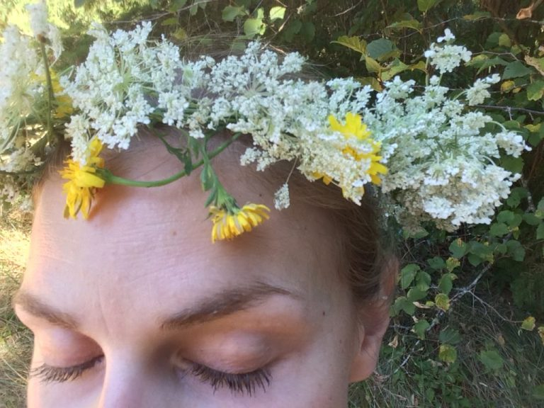 This summer, make a wildflower crown for your kids—or yourself. Here's how. Ten Thousand Hour Mama